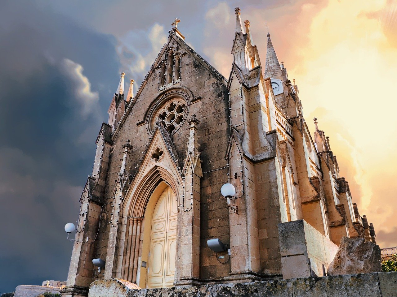 Lourdes, ville des miracles ?